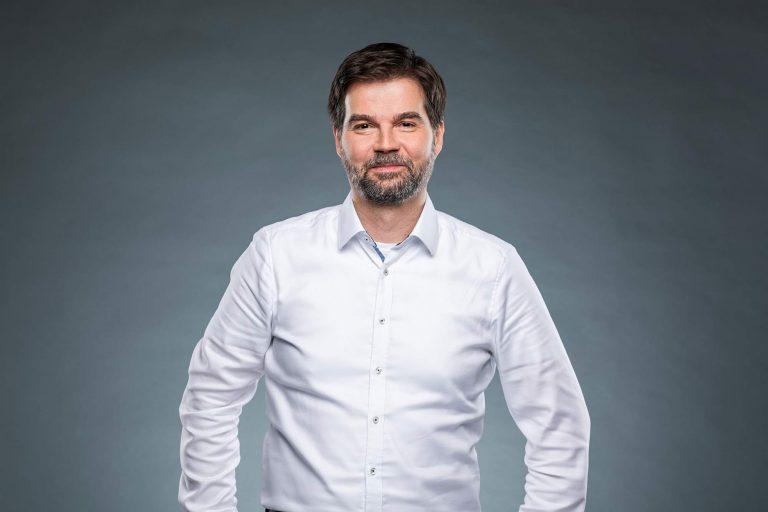 Dr. Ralf Belusa